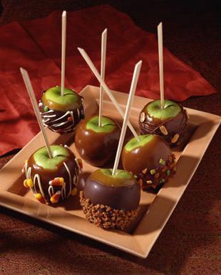 Яблоки в карамели на палочке