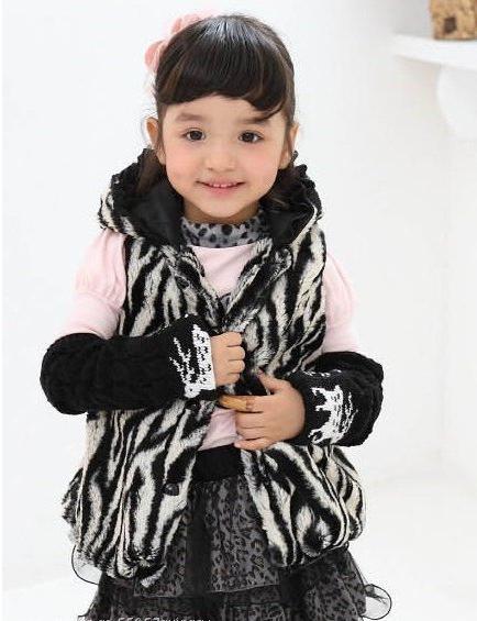 Меховая жилетка для девочки - стильная деталь гардероба маленькой модницы