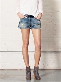 Модные советы: как сделать дырки на шортах