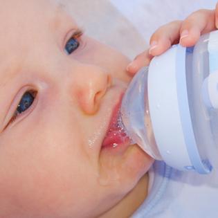 Можно ли давать воду новорожденным, находящимся на грудном вскармливании?
