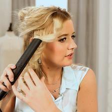 Завить волосы с помощью утюжка