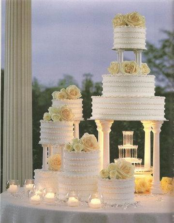 Надпись на торте будет выглядеть красиво!