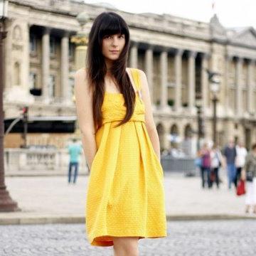 Не знаете, с чем носить желтое платье?