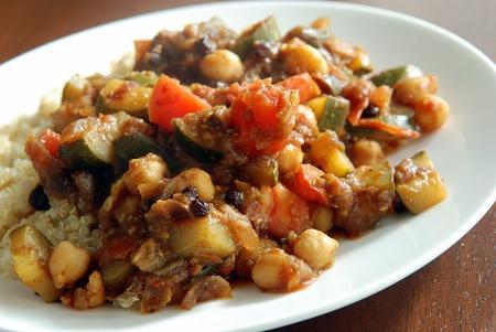 Несколько вариаций на тему: «овощное рагу в мультиварке с мясом»