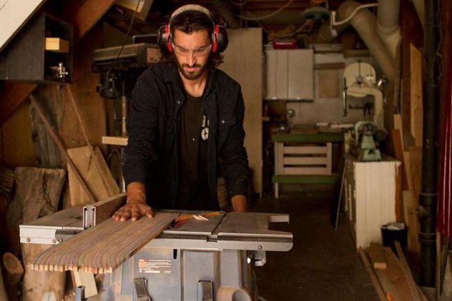 Новая жизнь: электрогитары из старых скейтбордов