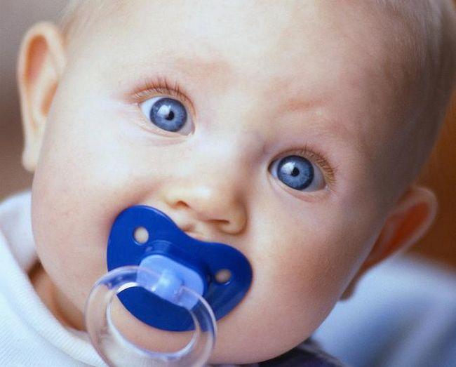 Нужны ли пустышки для новорожденных?