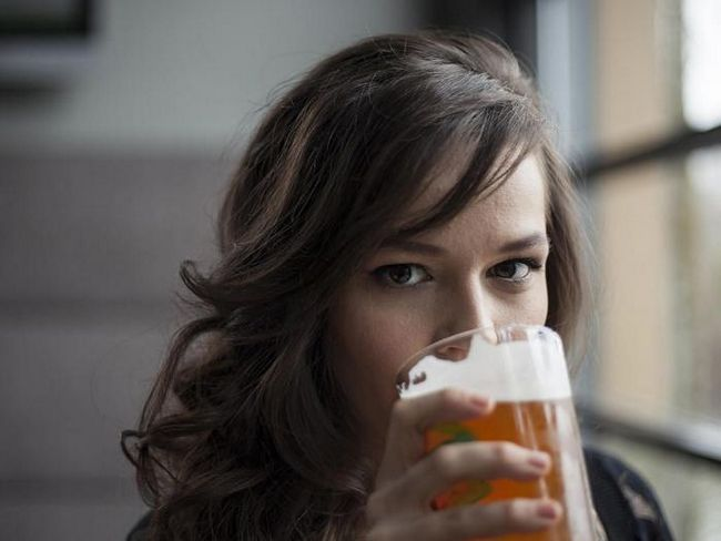От каких болезней пиво уберегает женщин?