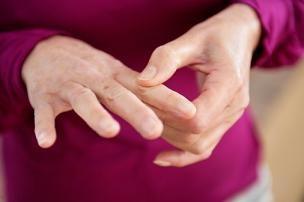 Отчего появляется онемение рук по ночам и опасно ли это