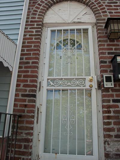 Отделка откосов входных дверей: виды, материалы и особенности процесса