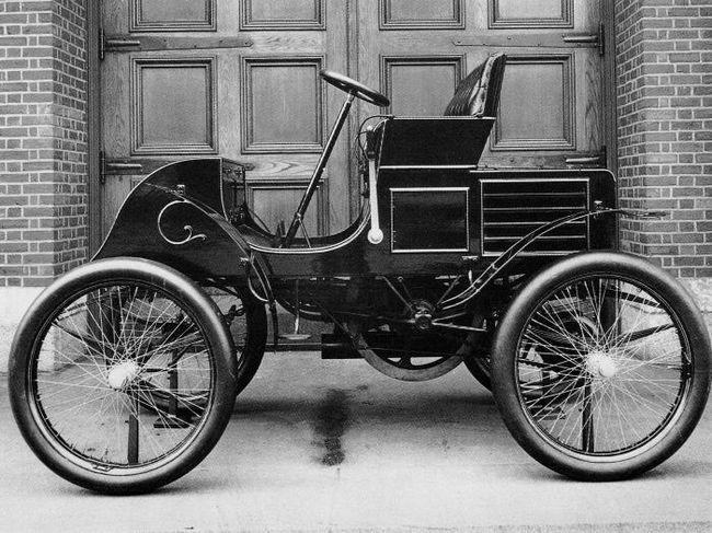 скорость первого автомобиля