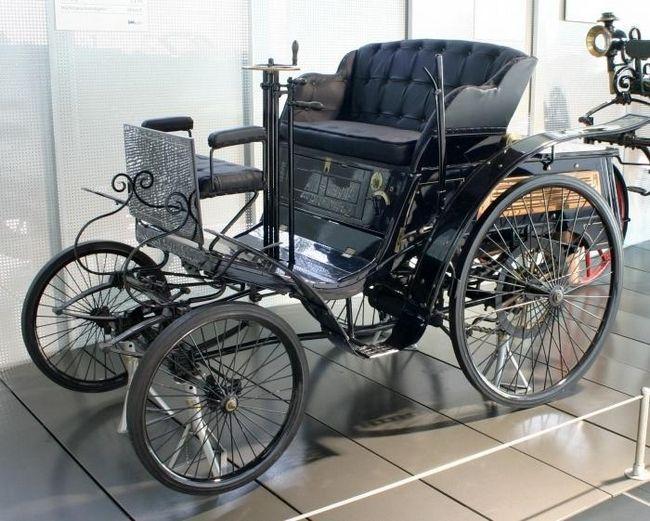 какой первый автомобиль