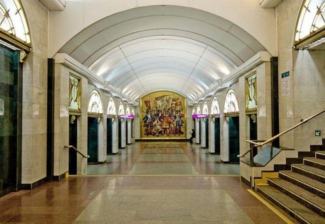 пионерская площадь метро