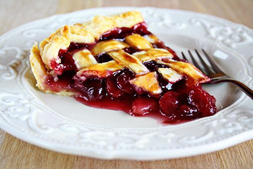 Пирог с замороженной вишней: два беспроигрышных рецепта