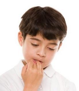 Почему дети грызут ногти: причины и методы борьбы с привычкой