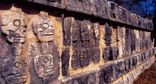 Почему майя покидали свои города?