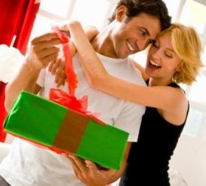 Подарки на годовщину отношений парню: что же выбрать для своего единственного?