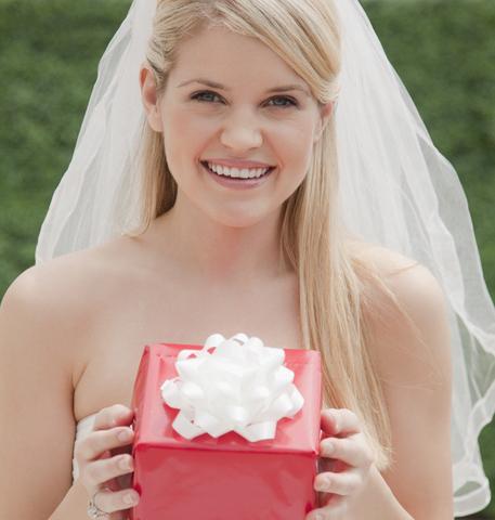 Подарок гостям на свадьбе: традиция, новшество, необходимость, радость?