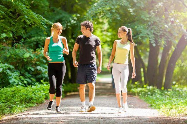 Практикуете прогулки? Эти хитрости сделают вашу ежедневную привычку более здоровой