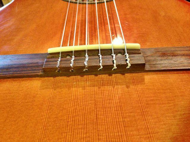 Прикладное руководство: как натянуть струны на гитару