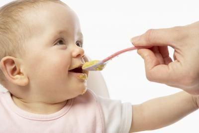 Прикорм детей на грудном вскармливании. Правила введения