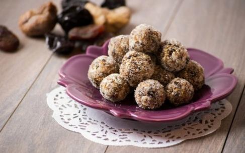 Самодельные конфеты из орехов и сухофруктов – полезная сладость