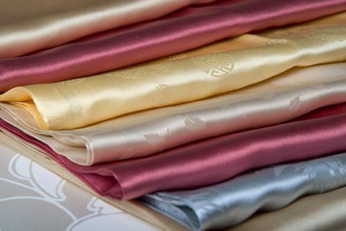 Шелковая ткань - идеальный материал для пошива изысканных вещей