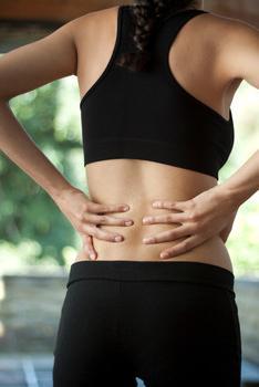 Симптомы, причины появления и лечение грыжи поясничного отдела позвоночника