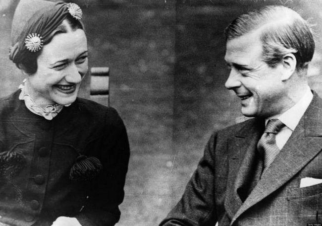 Скандальный роман, который сохранил британскую монархию
