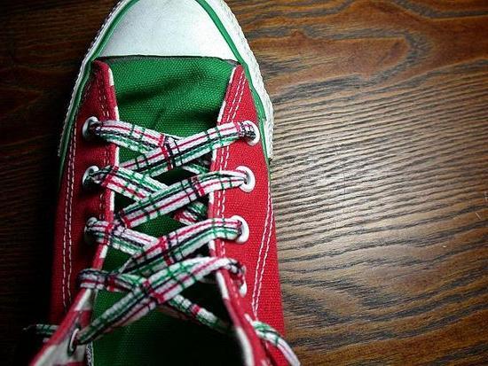 Стильная деталь: как завязывать шнурки на кроссовках