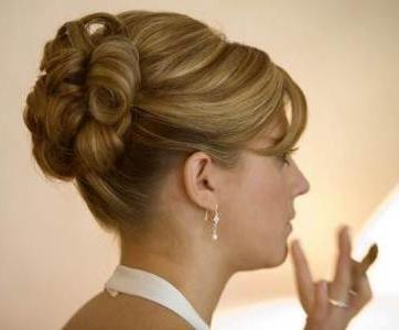 прически на волосы до плеч своими руками