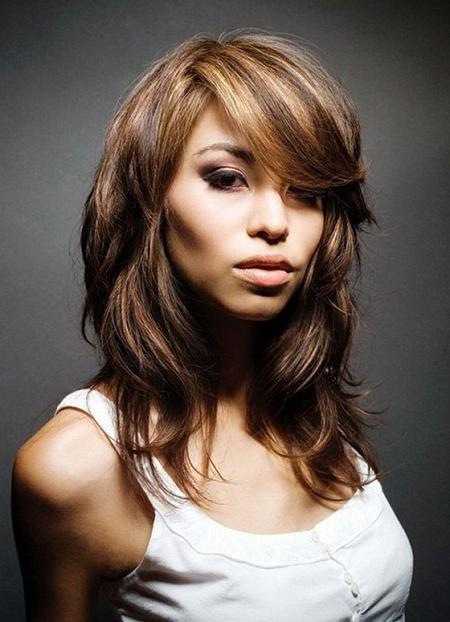 Стильные стрижки на длинные волосы для круглого лица