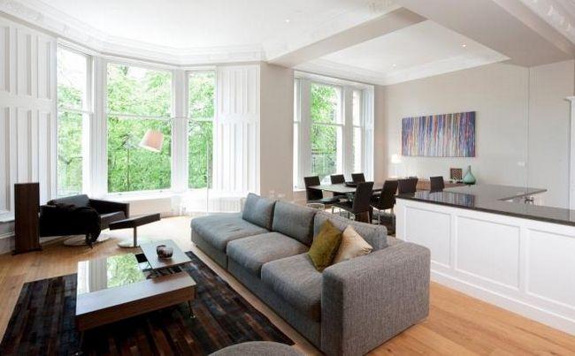 Стильный дизайн кухни, совмещенной с гостиной