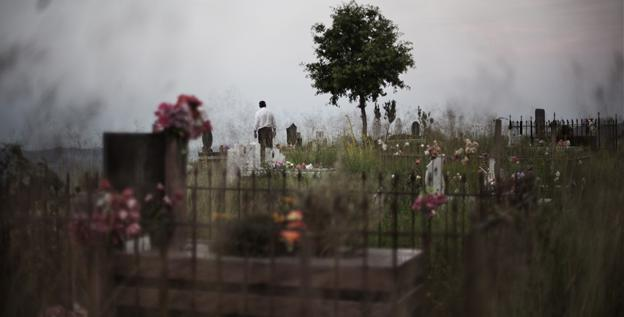 Суеверия и запреты. Почему беременным нельзя ходить на кладбище?