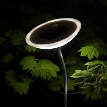 Светильники для дачи на солнечных батареях – новое изобретение для удобства дачников