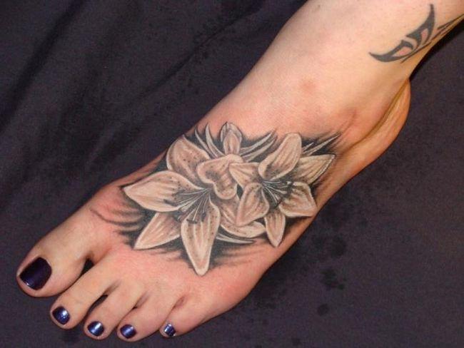 Татуировки на ступне: красиво, сексуально, провокационно