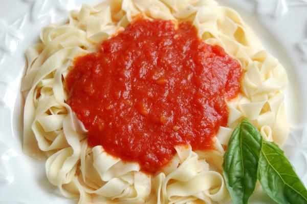 приготовить томатную подливу