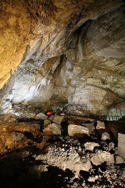 Удивительные чудеса природы: новоафонская пещера