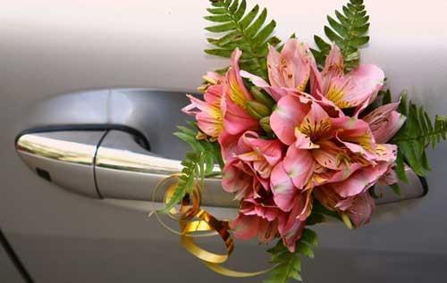 Украшение машины на свадьбу - как выбрать?