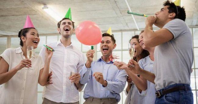 Веселые посиделки в офисе способствуют появлению креативных идей