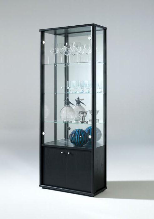 стеклянная витрина для посуды в гостиную