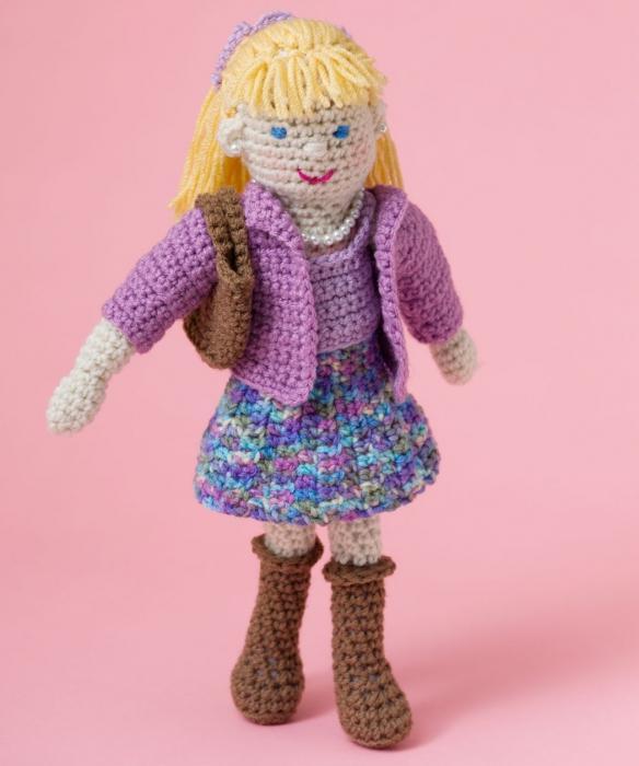 Вязаная кукла - и игрушка, и украшение интерьера