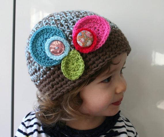 Вязание: детская шапка крючком. Несколько идей