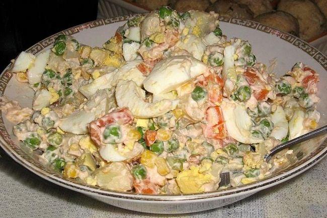 Вкусно на все случаи жизни: салат оливье с колбасой